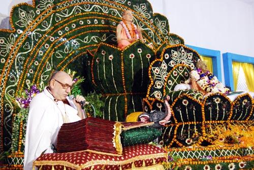 Padma Locan offering the Vyasapuja book