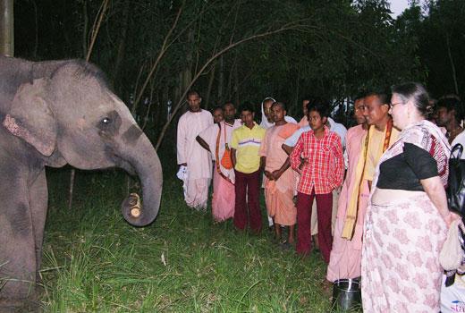 Laxmipriya with the devotees
