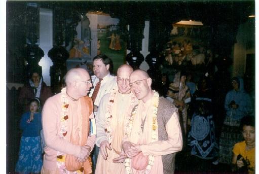 Sundaraupa prabhu with godbrothers