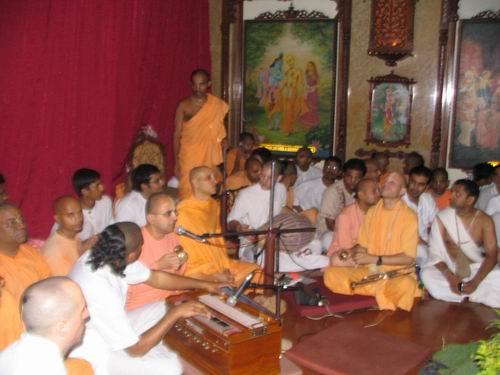 Radhanatha Maharaja and chanters