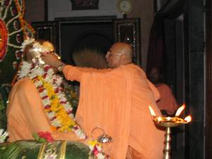 Bhakti Charu Swami offering garland